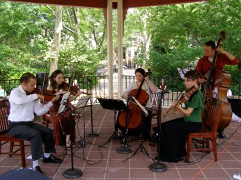 Con Vivo Jersey City, 2009 featuring violinists Jose Pietri and Anna Elashvili, cellist Carolyn Jeselsohn and bassist Bradley Lovelace